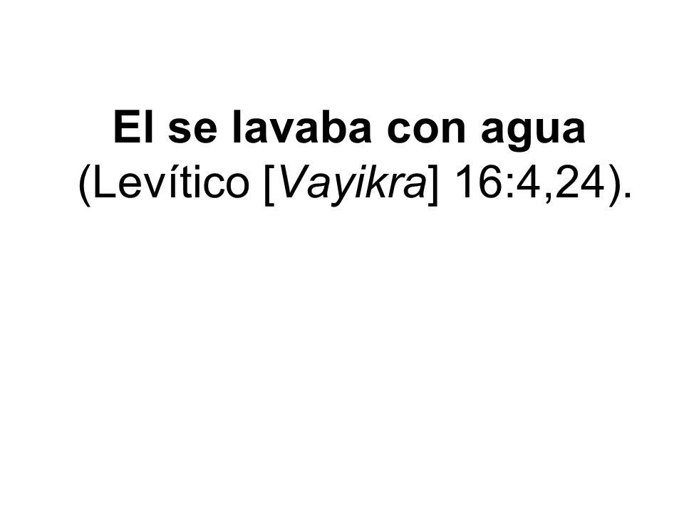 El se lavaba con agua (Levítico [Vayikra] 16:4,24).